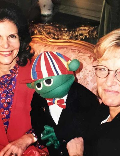 Under 12 år i december träffade jag drottning Silvia.          Vi pratade alltid om viktiga saker som handlade om att barn ska få må bra